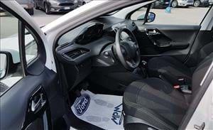 Peugeot 208 la compatta francese ricca di fascino