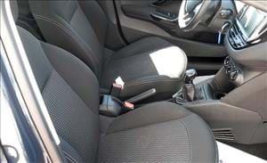 Peugeot 208 BlueHDI 5 porte, agile con eleganza